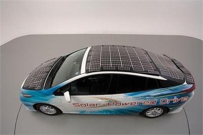 Ô tô Toyota phủ kín pin mặt trời