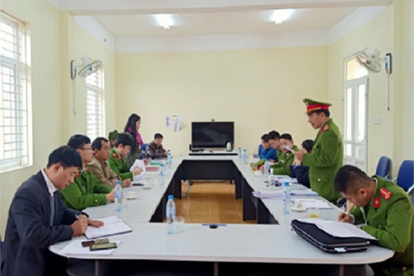 Bảy lãnh đạo và cựu cán bộ trong cùng một xã bị bắt giam