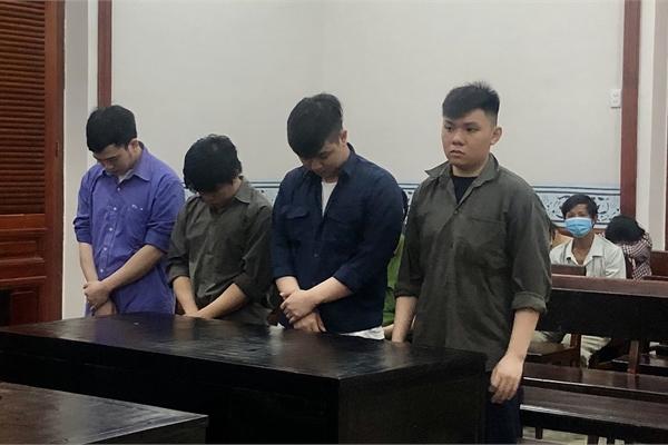 Trộm từ nước hoa của sếp đến máy tính của nhân viên
