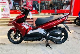 Nam giới nên chọn Honda Air Blade hay Yamaha NVX cho cá tính?