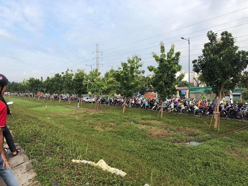 Đường Phạm Văn Đồng kẹt xe nghiêm trọng - ảnh 2