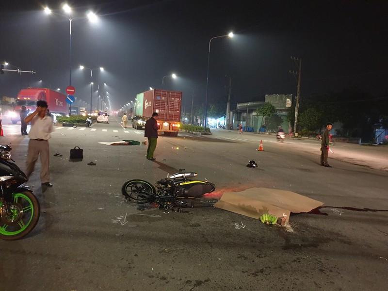 2 vợ chồng trẻ chết thảm dưới bánh xe container ở Bình Dương - ảnh 1