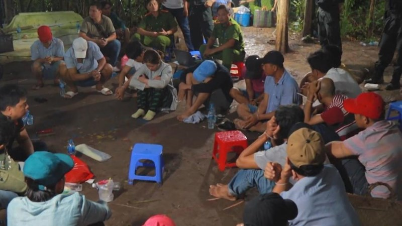 Bộ Công an bắt ổ đánh bạc quy mô lớn ở Vĩnh Long - ảnh 1
