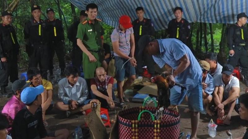 Bộ Công an bắt ổ đánh bạc quy mô lớn ở Vĩnh Long - ảnh 2