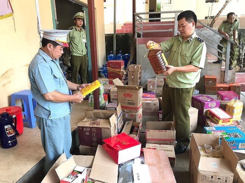 Thực phẩm Trung Quốc lậu 'tấn công' thị trường Việt - ảnh 2
