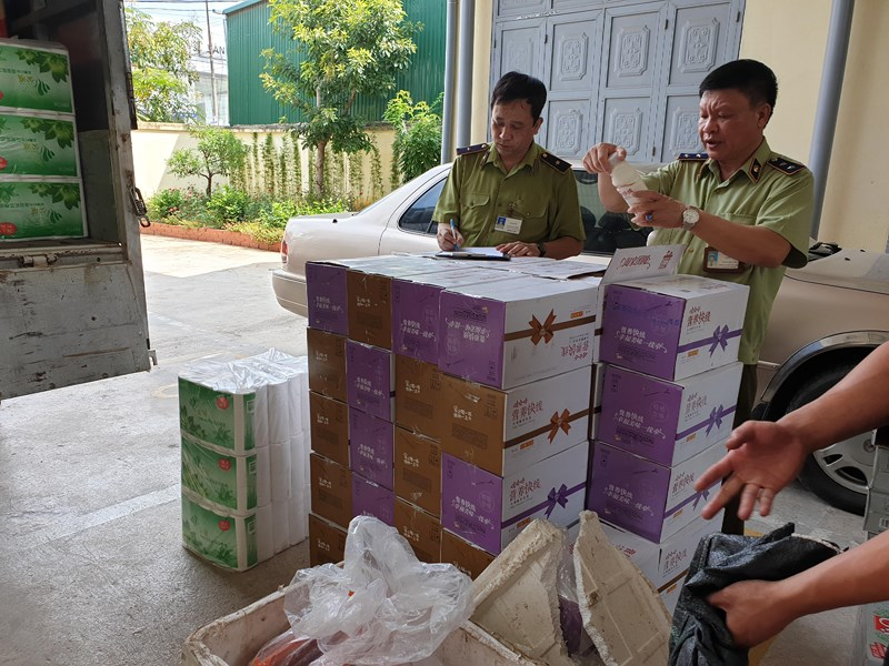 Thực phẩm Trung Quốc lậu 'tấn công' thị trường Việt - ảnh 1