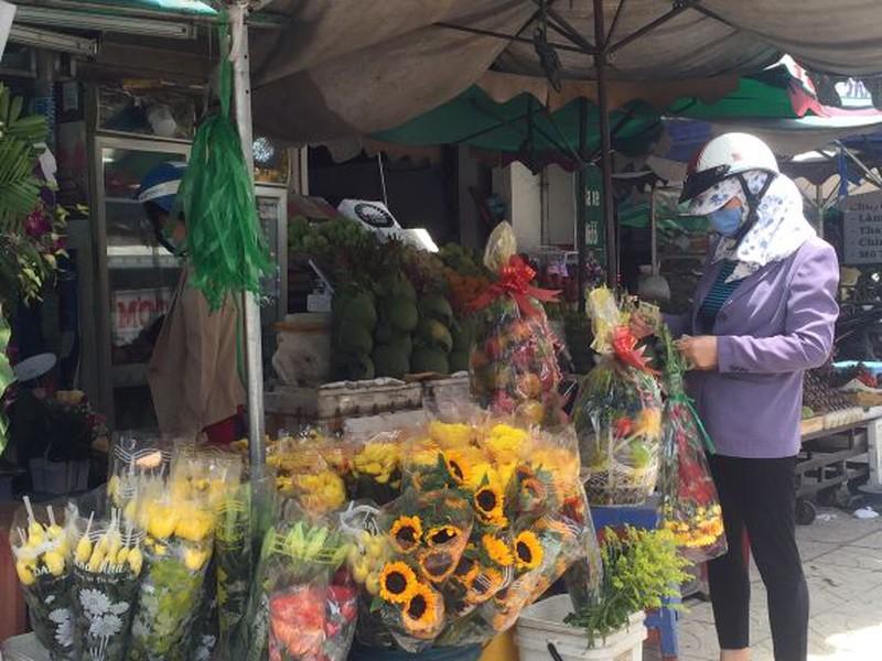 Lễ 2-9: Người dân tấp nập đi chợ mua cua, ghẹ, tôm - ảnh 9