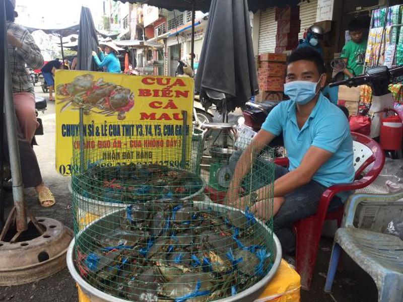 Lễ 2-9: Người dân tấp nập đi chợ mua cua, ghẹ, tôm - ảnh 7