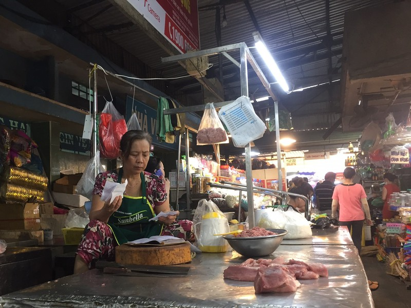 Lễ 2-9: Người dân tấp nập đi chợ mua cua, ghẹ, tôm - ảnh 5