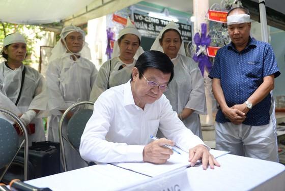 Nguyên Chủ tịch nước Trương Tấn Sang tiễn biệt Nhân sĩ Nguyễn Hữu Hạnh ảnh 1