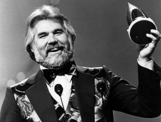 Huyền thoại nhạc đồng quê - Kenny Rogers qua đời ở tuổi 81 ảnh 1