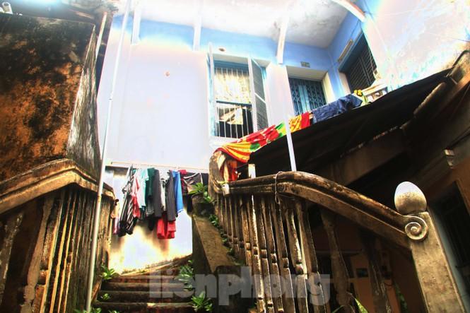 """Cận cảnh những khu tập thể """"ổ chuột"""", nguy cơ đổ sập ở trung tâm Đà Nẵng - ảnh 1"""