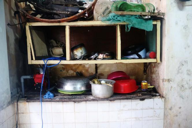 """Cận cảnh những khu tập thể """"ổ chuột"""", nguy cơ đổ sập ở trung tâm Đà Nẵng - ảnh 6"""