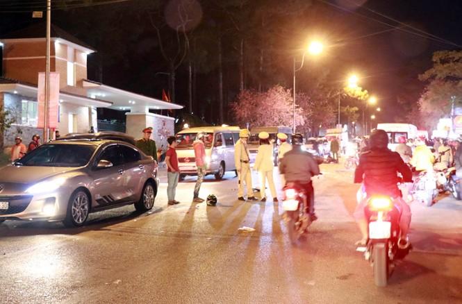 Tại nạn liên hoàn ở Đà Lạt, hai người ngã văng ra đường tử vong - ảnh 1