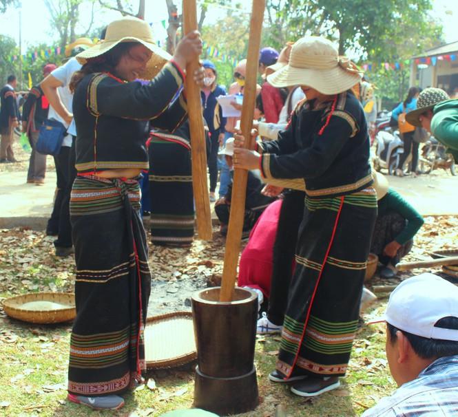 Chuyện quen mà lạ giữa đại ngàn: Tiếng chày ở làng Breng - ảnh 1