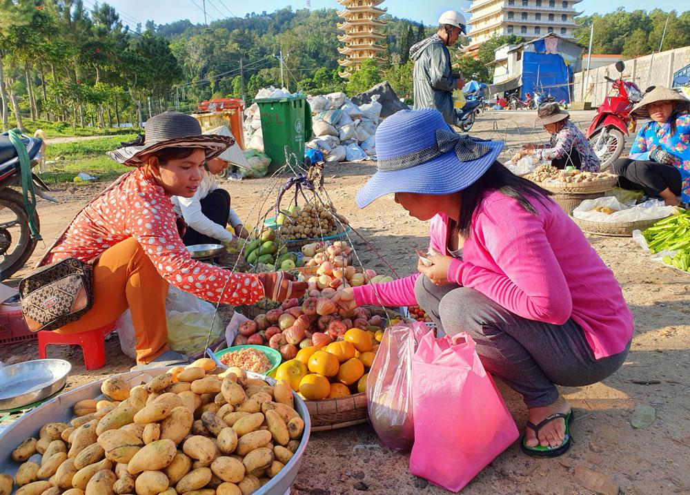 Chợ 'chồm hổm' độc đáo ở An Giang, họp chỉ 1 tiếng là 'giải tán' 2