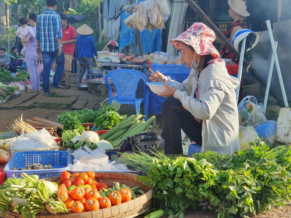 Chợ 'chồm hổm' độc đáo ở An Giang, họp chỉ 1 tiếng là 'giải tán' 4