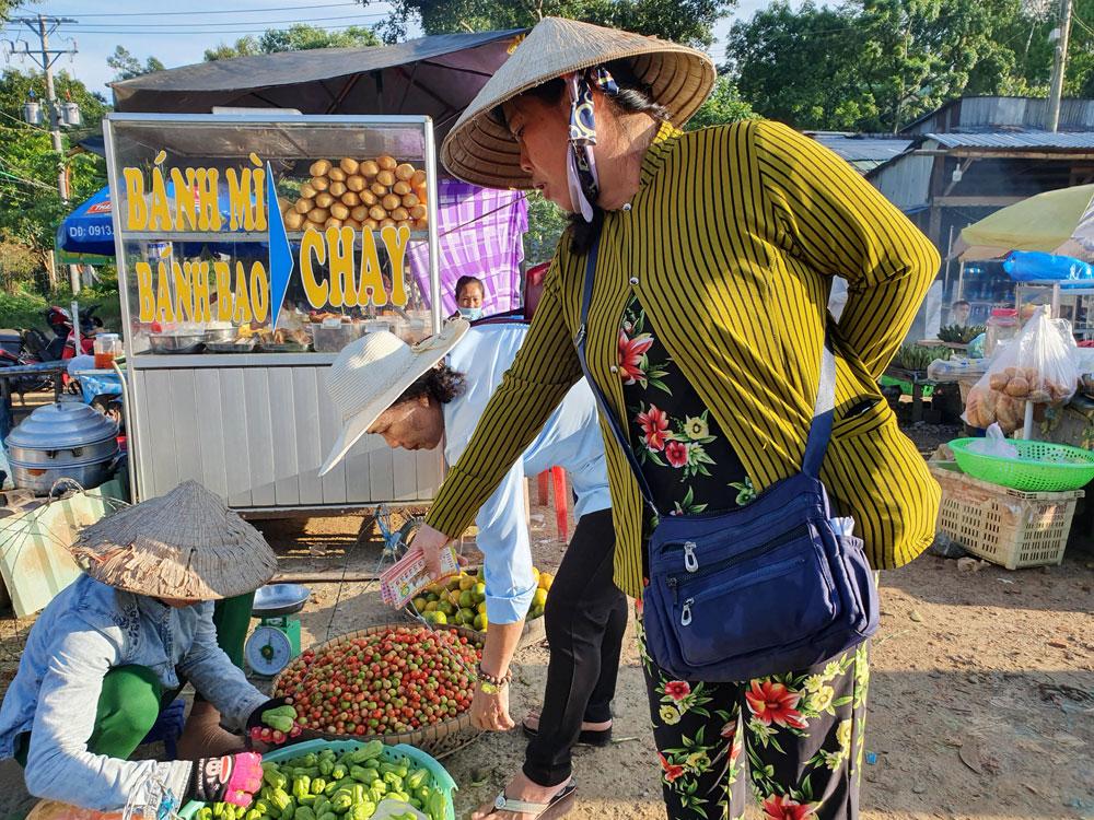Chợ 'chồm hổm' độc đáo ở An Giang, họp chỉ 1 tiếng là 'giải tán' 5