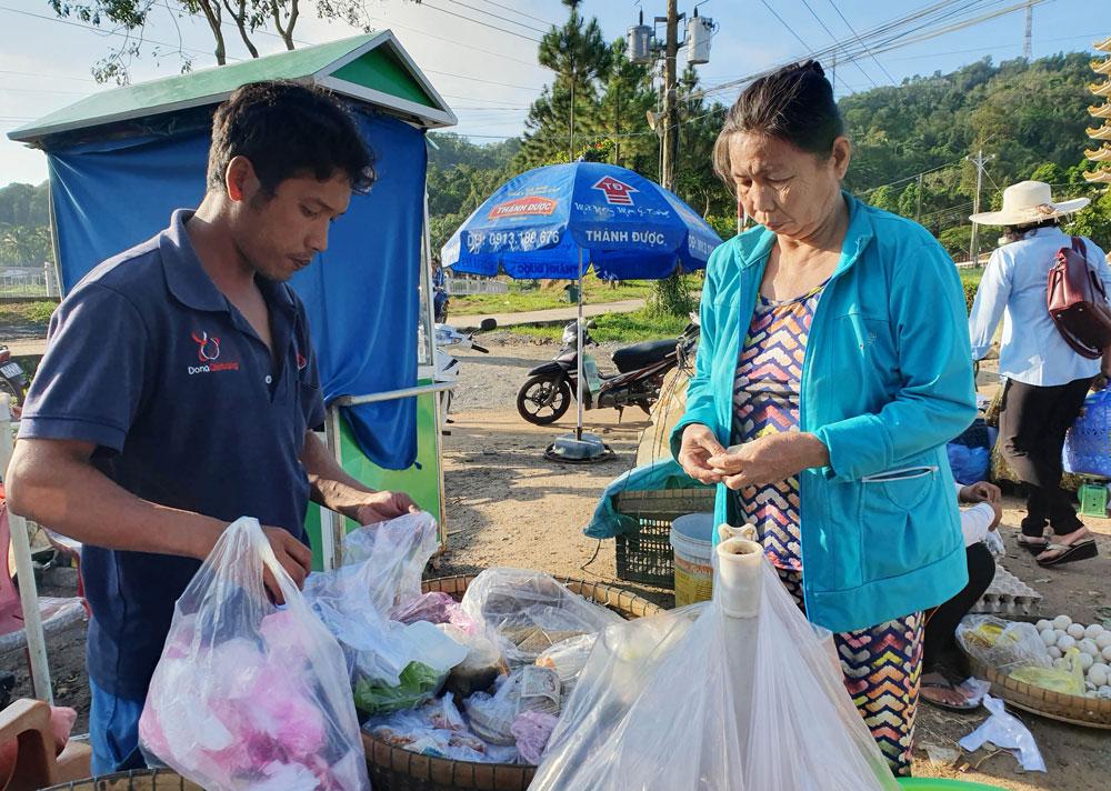 Chợ 'chồm hổm' độc đáo ở An Giang, họp chỉ 1 tiếng là 'giải tán' 8