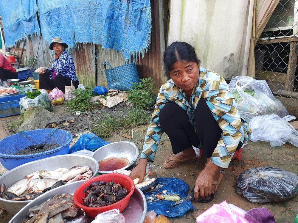 Chợ 'chồm hổm' độc đáo ở An Giang, họp chỉ 1 tiếng là 'giải tán' 9