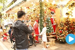 Hang Ma Street glows in Christmas spirit