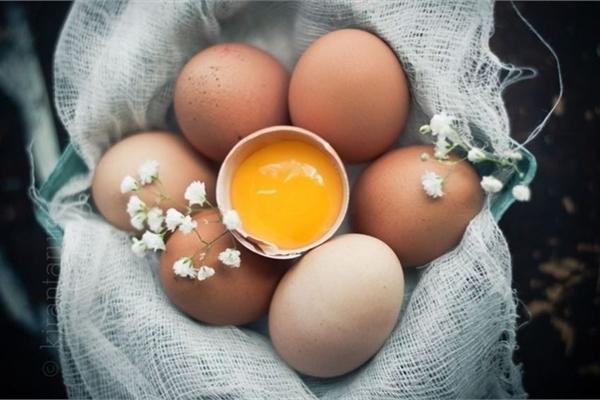 Easy-to-make egg masks for brighter skin