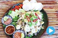 Vietnamese food: Chicken salad with mangosteen