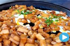 Vietnamese food: Fried rice flour cake