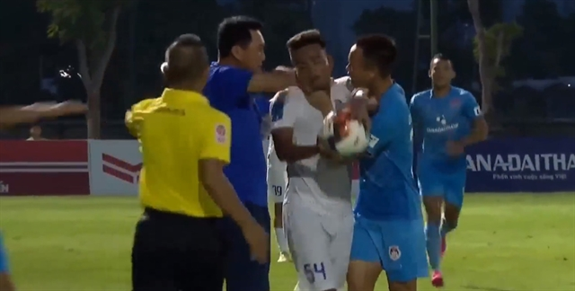 An Giang coach wants Pho Hien players and coach disciplined over fracas