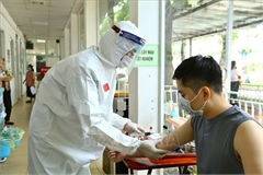 VN Health Ministry updates protocols for priority COVID-19 testing