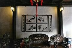 A visit to Phung Hung ancient house