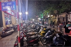Businesses continue to encroach on pavements in Hanoi