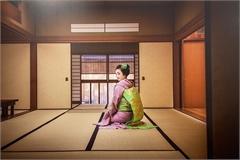 Hidden world of Japanese maikos revealed through photo collection