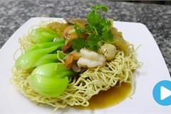 Vietnamese food: Stir-fried noodles