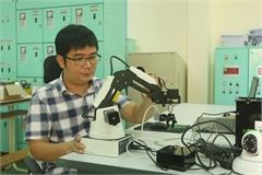 VN youngest mechanical engineering professor passionate about automation and robotics