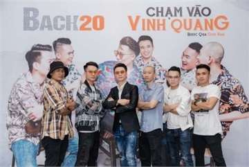 Veteran singer's band makes debut