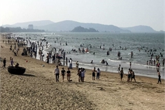 Tourism sites busy on holidays after social distancing eased