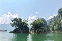Na Hang: a natural beauty and feast for tourists' eyes