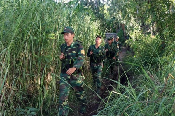 Soldiers protect southern border from drugs