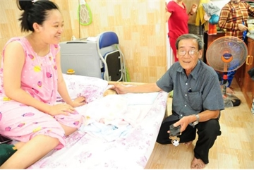 Đà Nẵng motel helps young poor parents