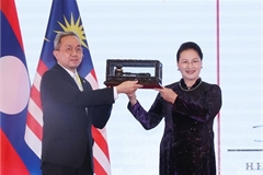 Vietnam hands over AIPA Presidency to Brunei