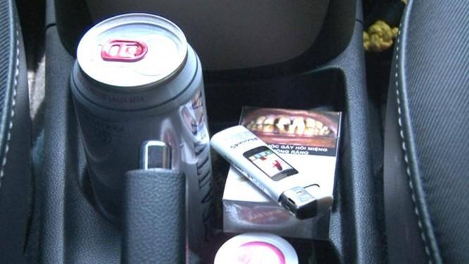 Nước uống tăng lực hay bật lửa là những đồ dùng gây ra cháy nổ hàng đầu nếu để trong ô tô