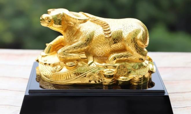 Quà Tết Tân Sửu 2021: 'Sốt' tượng trâu mạ vàng tiền triệu - 1
