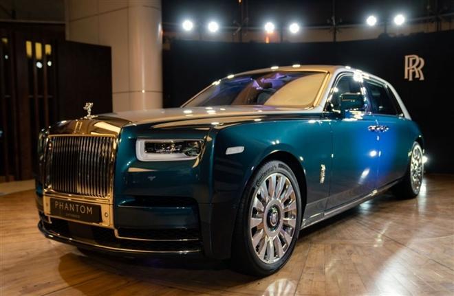 Khám phá Rolls-Royce Phantom Iridescent Opulence gắn 3.000 lông vũ - 1