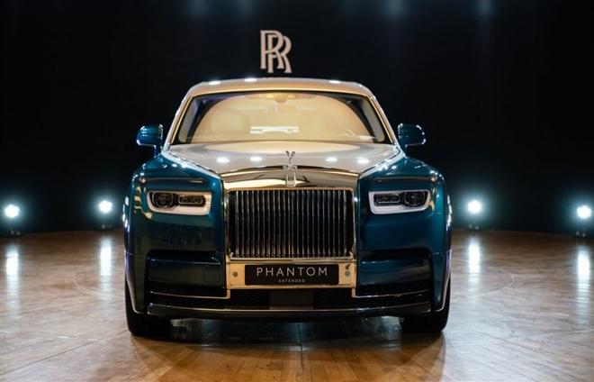 Khám phá Rolls-Royce Phantom Iridescent Opulence gắn 3.000 lông vũ - 2