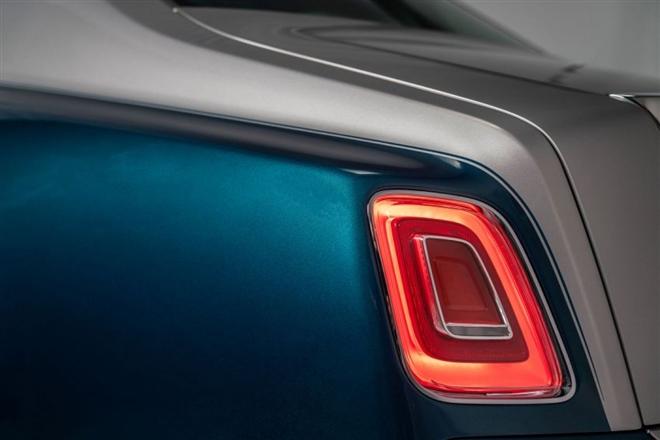 Khám phá Rolls-Royce Phantom Iridescent Opulence gắn 3.000 lông vũ - 4