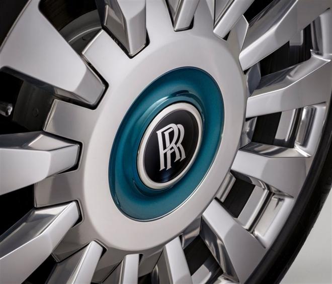 Khám phá Rolls-Royce Phantom Iridescent Opulence gắn 3.000 lông vũ - 6
