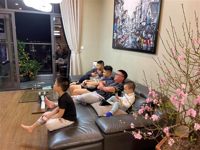 BTV Trần Quang Minh: Chăm 4 cậu con trai cũng bình thường thôi - 4