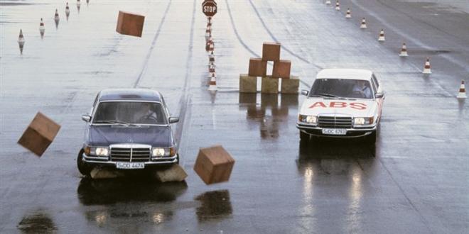 8 công nghệ đi trước cả thập kỷ gây ngỡ ngàng của Mercedes-Benz - 4