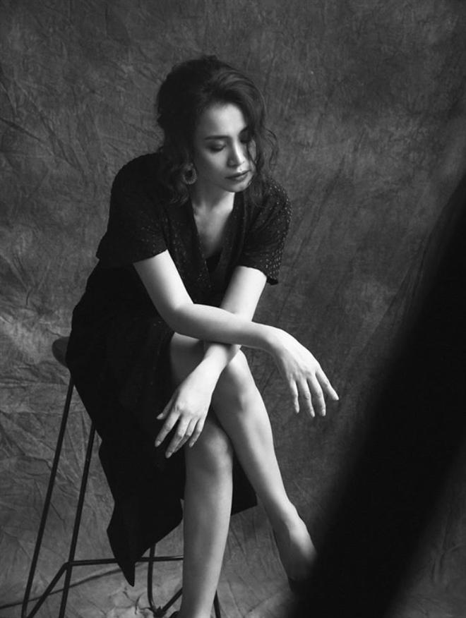 Hoa hậu Ngọc Khánh: U50, tóc bạc vẫn cuốn hút ánh nhìn - 5